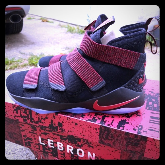 low priced af437 1de5a Nike Lebron Soldier XI. M 5bf62b45aa5719a682bf6d93
